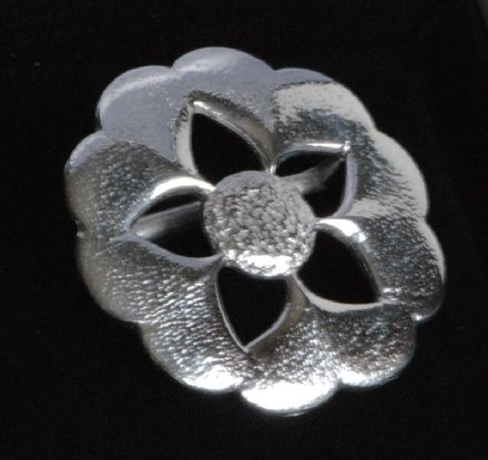 "Ladycrow Pewter Scarf Ring ""Flower"""
